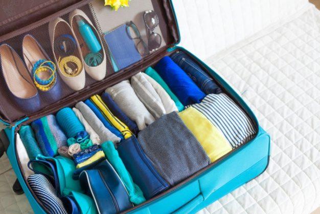 Barang Banyak Saat Travelling? No Worries, Cek Tips Packing Koper Ini -